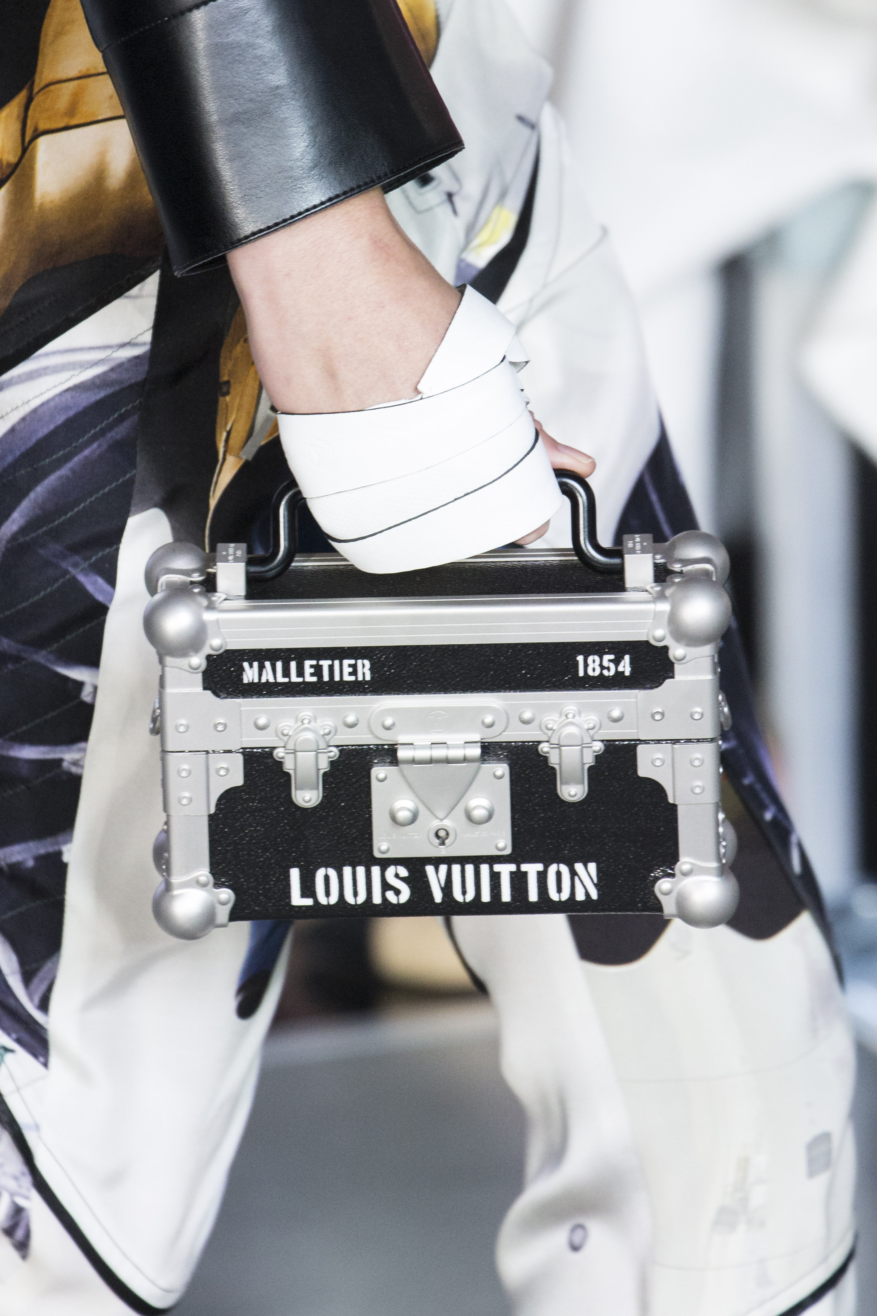 Louis_Vuitton_ss16_bags_leather_bracelets_044jpg